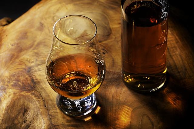 sklenička s rumem